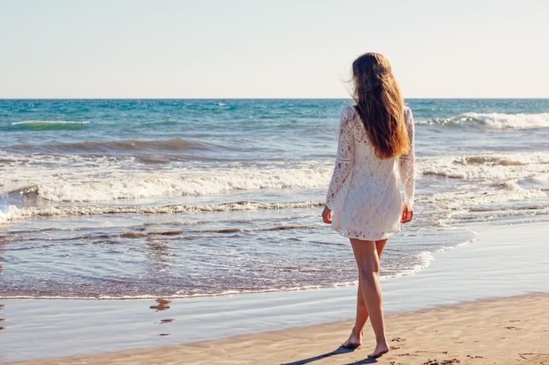belle à la plage