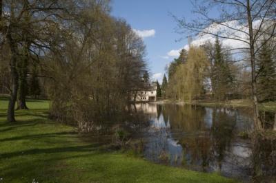 """Vue au parc """"Den Haff """" à Steinsel"""