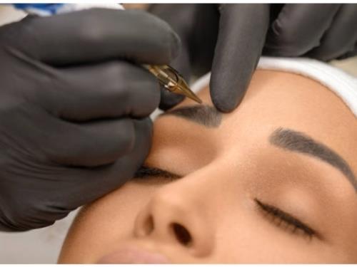 Micro-pigmentation des sourcils