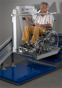 Plate-forme pour fauteuil roulant, pour l'intérieur ou l'extérieur