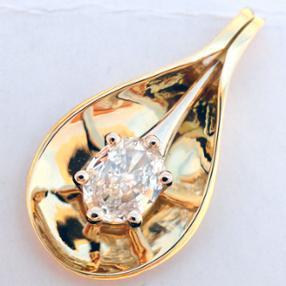 La beauté conjuguée de l'or et du diamant