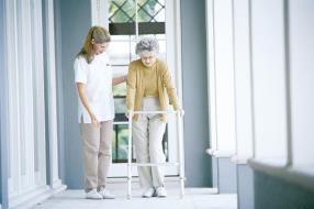 Seniors : hébergement, encadrement et soins