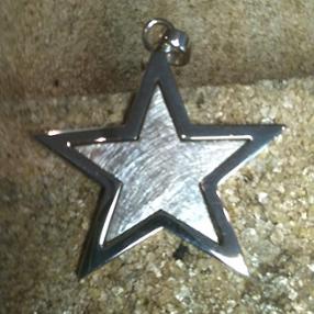 Pendentif étoile en or blanc