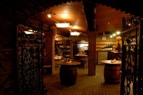 Dégustation de vins dans le caveau