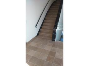 Restauration et polissage escalier et carreaux Comblanchien