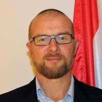 M Carlo Ernst