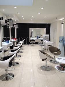 Salon de Coiffure Noiré Sandrine - Barbier, Damenfriseure : Editus